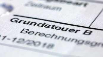 Ein Abgabenbescheid für die Entrichtung der Grundsteuer. Die erste Lesung zur Grundsteuerreform soll noch vor der Sommerpause des Bundestages Ende Juni stattfinden.