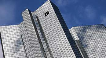 Die Deutsche Bank will offenbar eine Bad Bank mit Anlagen mit einem Volumen von bis zu 50 Milliarden Euro gründen.