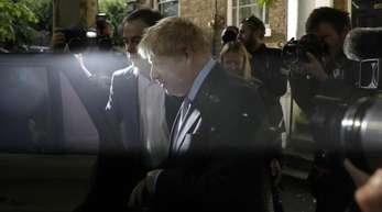 Boris Johnson verlässte sein Haus in Südlondon. Die Abgeordneten der britischenKonservativen stimmen in einem zweiten Wahlgang über einen Nachfolger für die scheidende Premierministerin May ab.