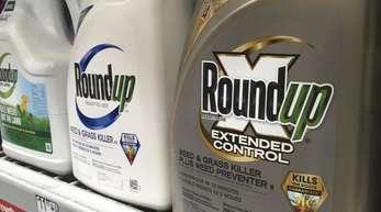 Die Bayer-Tochter Monsanto will das milliardenschwere Schadenersatz-Urteil um Krebsgefahren ihres Unkrautvernichters Roundup aufheben lassen.