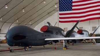 Eine militärische Drohne vom Typ Northrop Grumman RQ-4 (Global Hawk) der US-Streitkräfte.