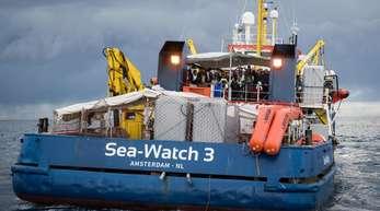 Das Schiff der deutschen Hilfsorganisation Sea-Watch hatte die Migranten am 12. Juni an Bord genommen.