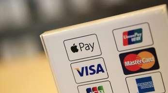 Apple Pay war Ende 2018 in Deutschland gestartet. Benutzer können im Laden mit dem Service wie mit einer Kreditkarte bezahlen.