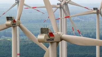 Am meisten Ökostrom produzierten demnach mit 55,8 Milliarden Kilowattstunden Windräder an Land, sie lieferten 18 Prozent mehr als im ersten Halbjahr 2018.