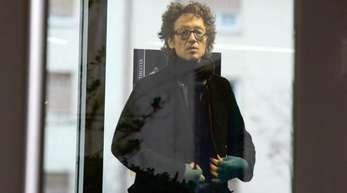 Lars Schlecker verlässt nach dem Urteil das Landgericht in Stuttgart.