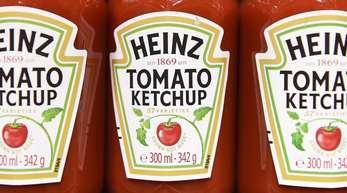 Heinz Tomato Ketchup steht in einem Laden im Regal. Rechtzeitig zumHöhepunkt der Grillsaison beenden der Heinz Ketchup und Edeka ihren Konflikt.
