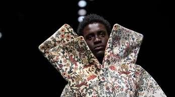 Hoch aufgeschlossen: Entwurf des Designers Christoph Rumpf auf der Fashion Week,
