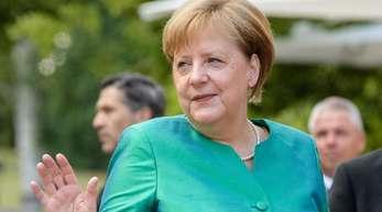 Bundeskanzlerin Angela Merkel kommt zur Premiere der Richard-Wagner-Festspiele.