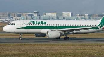 Der italienischen Infrastrukturkonzern Atlantia, der von der Familie Benetton kontrolliert wird, erwägt einen Einstieg bei der maroden Fluglinie Alitalia.