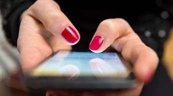Laut Umfrage spielen die Menschen in Deutschland am liebsten auf dem Smartphone.