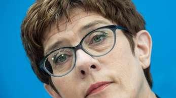 CDU-Chefin Annegret Kramp-Karrenbauerie wechselt nun doch ins Kabinett und wird Verteidigungsministerin.