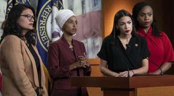 Die Demokratinnen Rashida Tlaib (l-r), Ilhan Omar, Alexandria Ocasio-Cortez und Ayanna Pressley in Washington.