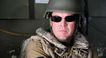 Auch er blieb glücklos: Der damalige Verteidigungsminister Karl Theodor zu Guttenberg (CSU)in einem Hubschrauber der Bundeswehr.