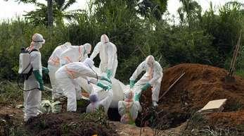 Die Bestattung eines Ebola-Opfers im Kongo. Seit einem Jahr wütet die Seuche im Osten des Landes.