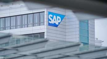 SAP beschäftigte zuletzt weltweit 98.300 Mitarbeiter. Zum Jahresende sollen es aber trotz der Abfindungen mehr sein.