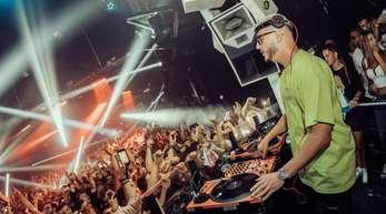DJ Snake legt im Kölner Club Bootshaus.
