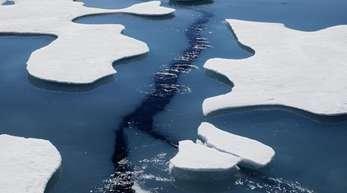Victoria Strait in Kanada: Gebrochenens Meereis treibt auf dem Wasser.