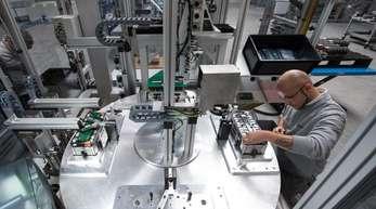 Batteriefabrik von Akasol: Das Unternehmen produziert Hochleistungs-Batteriesysteme für elektrifizierte Busse, Trucks, Schiffe und andere Nutzfahrzeuge.
