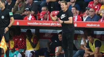 Trainer Julian Nagelsmann (r) erwischte mit RB Leipzig einen Traumstart.