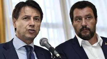Italiens Ministerpräsident Giuseppe Conte (l) und Innebminnister Matteo Salvini in Genua.