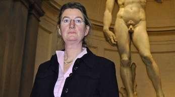 Cecilie Hollberg vor Michelangelos David. Sie muss die Galleria Dell'Accademia in Florenz verlassen.