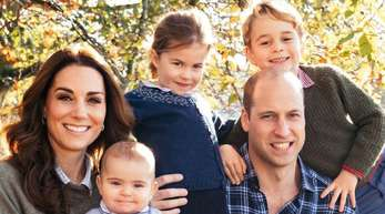 Eine royale Familie: Prinz William mit seiner Frau Herzogin Kate und den drei Kindern Prinz Louis (l), Prinzessin Charlotte (M) und Prinz George (r). Foto (2018): Matt Porteous/PA Wire