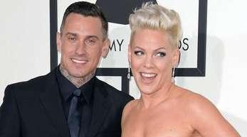 Sängerin Pink und ihr Ehemann Carey Hart bei der 56. Verleihung der Grammy Awards.