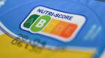 In einer Umfrage zur Kennzeichnung von Zucker, Fett und Salz in Lebensmitteln hat das farbige Logo Nutri-Score schwache Zustimmungswerte erhalten.
