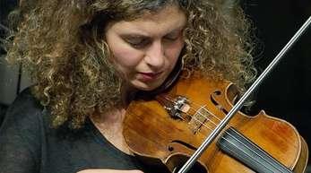Biliana Voutchkova spielt Geige.