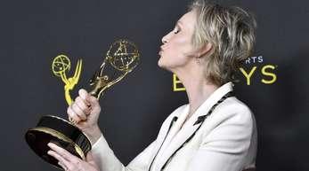 """Jane Lynch wurde in der Kategorie """"herausragende Gastdarstellerin"""" in der Serie """"The Marvelous Mrs. Maisel"""" ausgezeichnet."""