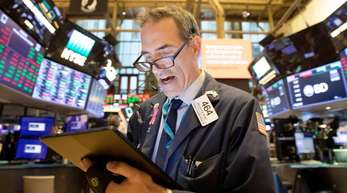Ein Aktienhändler am Montag an der Börse inNewYork.
