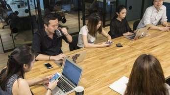 Der Büroraum-Anbieter WeWork wird laut einem Zeitungsbericht erst deutlich später an die Börse gebracht als zunächst geplant.