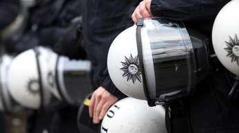 Polizisten während einer Demonstration.