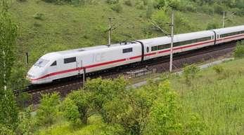 Ein ICE auf der Strecke Hannover-Göttingen.