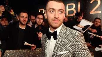 Der britische Singer-Songwriter Sam Smith will nicht mehr mit einem männlichen Pronomen bezeichnet werden.