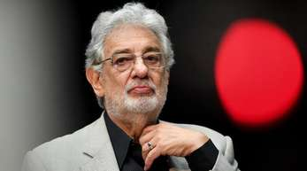 Die Vorwürfe von Frauen wegen sexueller Belästigung gegen Placido Domingo haben Folgen für den Sänger.