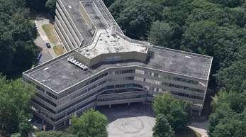 Die Luftaufnahme zeigt das Gebäude der Außenstelle des Bundesamt für Migration und Flüchtlinge (BAMF) in Bremen.