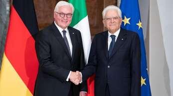 Bundespräsident Frank-Walter Steinmeier (l) und der italienische Prasident Sergio Mattarella treffen sich im Quirinalspalast in Rom zu einem Gespräch.