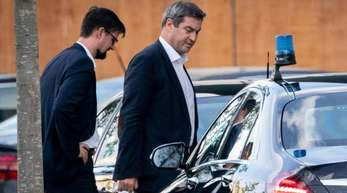 Auf dem Weg zur Arbeit: Bayerns Ministerpräsident Markus Söder (CSU) kommt zum Koalitionsausschuss ins Bundeskanzleramt.