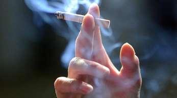 Vom ständig steigenden Preis nicht abgeschreckt: Deutschlands Raucher haben für ihre Glimmstängel im ersten Halbjahr 2019 mehr Geld ausgegeben als zuvor.
