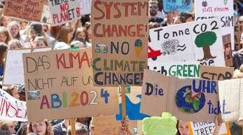 Klima-Demonstration von Fridays for Future auf dem Hamburger Gänsemarkt.