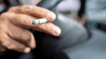 Nach Messungen des Deutschen Krebsforschungszentrums ist die Schadstoffkonzentration in verrauchten Autos fünf Mal so hoch wie in einer durchschnittlich verrauchten Bar.