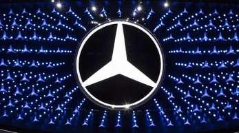 Daimler hatte im zweiten Quartal unter anderem wegen Rückstellungen für Verfahren im Zusammenhang mit dem Dieselskandal rote Zahlen geschrieben.