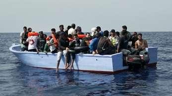 Bundesinnenminister Seehofer sucht mit seinen Kollegen aus Frankreich, Italien und Malta eine Übergangslösung für aus Seenot gerettete Migranten.