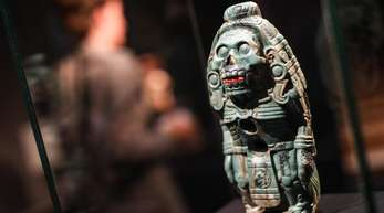 Eine Götterfigur in der Azteken-Ausstellung.