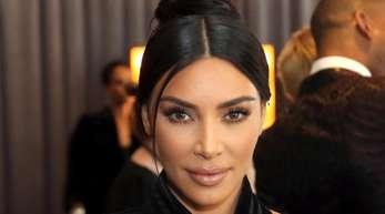 Kim Kardashian ist mit ihren Kindern zur Taufe nach Armenien gereist.