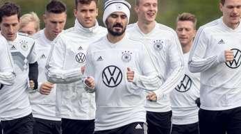 Zurück im DFB-Training: Ilkay Gündogan (M).