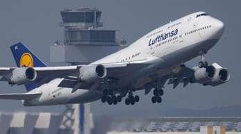 Die Flugbegleiter der Lufthansa wollen am Sonntag streiken.
