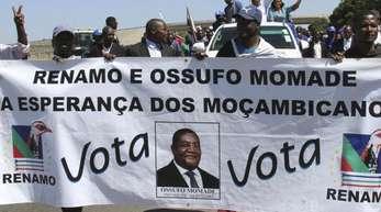 Anhänger der Oppositionspartei Renamo während einer Wahlkundgebung in Maputo.