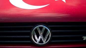 Angesichts der Militäroffensive der Türkei in Nordsyrien hängt nun ein Fragezeichen über einem geplanten neuen VW Werk nahe Izmir.